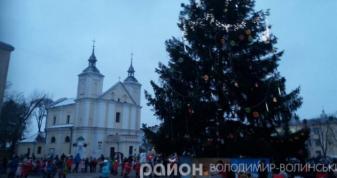 Новорічна ялинка у Володимирі