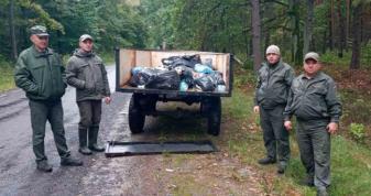 Лісники з Шацької громади долучилися до Всесвітньої акції прибирання